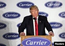 Tổng thống đắc cử Donald Trump phát biểu tại nhà máy của Carrier HVAC ở Indianapolis, Indiana, ngày 1 tháng 12, 2016.