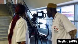 Contrôle des passagers à l'aéroport international Blaise Diagne de Dakar, le 30 janvier 2020. (Photo: AFP)