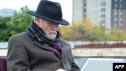 Tanınmış azərbaycanlı yazıçı Dr. Rza Bərahəni ilə eksklüziv müsahibə