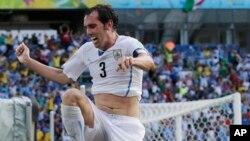 Diego Godín., fue el héroe una vez más de los uruguayos con gol de cabeza.