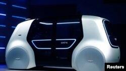 El concepto de Volkswagen Sedric se exhibe durante el 87º Salón Internacional del Automóvil en Ginebra, Suiza. 6-3-17. REUTERS/Arnd Wiegmann