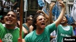 Los despidos se producen desde el 31 de diciembre en distintos ministerios, el Senado, organismos oficiales y en alcaldías de la provincia de Buenos Aires que están gobernados por dirigentes del frente Cambiemos, del mismo partido político del mandatario Macri.