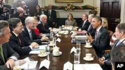 美国总统奥巴马(右2)和欧盟领导在白宫举行会谈