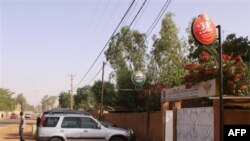 Ulaz u restoran u Nijameju odakle su prema tvrdnjama očevidaca kidnapovana dvojica Francuza