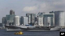 """美国太平洋舰队旗舰""""蓝岭""""号访问东京。(2013年9月4日)"""