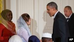 جمهورریس اوباما په خپل پیغام کې د هغه روژه ماتي د میلمستیا یادونه هم کړې چې د ده لخوا په سپینه ماڼۍ کې د مسلمانانو د ټولنې استازو ته ورکړل شوې وه
