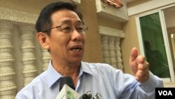 FILE: Ky Tech, Hun Sen's lawyer, talks to journalists in front on the Municipal Court in Phnom Penh, July 18, 2017. (Kann Vicheika/VOA Khmer)