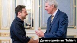 Фото зустрічі президента України та сенатора США Роба Портмана з Twitter-сторінки сенатора twitter.com/senrobportman
