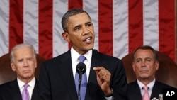 图为奥巴马总统9月8日晚在国会发表演说时。身后为副总统拜登(左)和众院议长贝纳