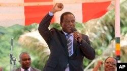 짐바브웨 차기 정부를 이끌 신임 대통령으로 선출된 에머슨 음난가그와 전 부통령.