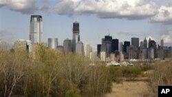 Foto kota New Jersey dan pencakar langit di New York 'tempo dulu' ini difoto ulang dari program 'Documerica', yang dicanangkan oleh Badan Perlindungan Lingkungan Hidup Amerika (EPA) tahun 1972, sebagai bentuk kepedulian lingkungan. Lokasi ini sekarang ber