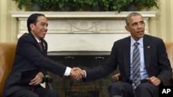 Presiden Joko Widodo (kiri) menyatakan keinginan Indonesia untuk bergabung dengan kemitraan dagang Trans Pasifik atau TPP dalam pertemuan dengan Presiden Barack Obama di Gedung Putih, Senin (26/10).