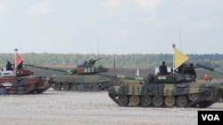 俄罗斯、中国和印度都参加了去年8月莫斯科郊外的坦克大赛。(美国之音白桦 拍摄)