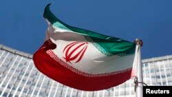 """En 2003, Irán aceptó el llamado """"protocolo adicional"""" de las inspecciones sorpresivas durante dos años, pero el Parlamento no lo ratificó."""