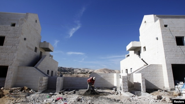 A Palestinian labourer works at a construction site in the West Bank Jewish settlement of Maale Adumim, near Jerusalem December 2, 2012.