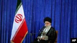 با وجود این سخنان رهبر جمهوری اسلامی ایران، مقامات ایران و آمریکا بارها در مورد سوریه صحبت کرده اند.