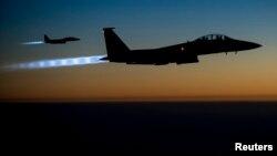 지난 2014년 9월 시리아 내 공습 작전을 수행한 미 공군 소속 F-15 전투기들이 이라크 북부 상공을 거쳐 귀환하고 있다. (자료사진)