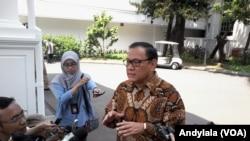 Gubernur Bank Indonesia Agus Martowardojo di komplek Istana Kepresidenan, 27 Agustus 2015 (Foto: VOA/Andylala)