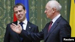 Дмитрий Медведев и Николай Азаров (архивное фото)