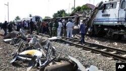 ইন্দোনেশিয়ায় মারাত্মক ট্রেন দুঘর্টনায় ৩৬ জন নিহত