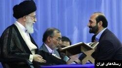 سعید طوسی، قاری قرآن نفر سمت راست، در حضور رهبر جمهوری اسلامی