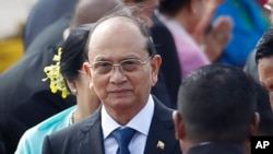 FILE - Burma President Thein Sein arrives at the ASEAN Summit in Bandar Seri Begawan, Brunei, Oct. 8, 2013.