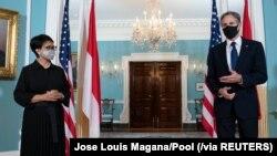 Hai ngoại trưởng Retno Marsudi của Indonesia và Antony Blinken của Mỹ họp báo ở Washington, 3/8/2021.