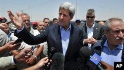 Ngoại trưởng Kerry nói chuyện với các phóng viên báo chí ở ở Jordan, 18/7/13