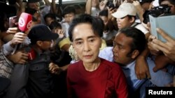 Myanmar's National League for Democracy (NLD) party leader Aung San Suu Kyi arrives to cast her ballot during the general election in Yangon November 8, 2015.