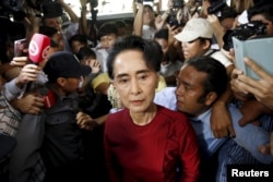 Myanmar's National League for Democracy (NLD) party leader Aung San Suu Kyi arrives to cast her ballot during the general election in Yangon, Nov. 8, 2015.