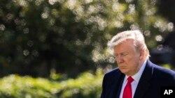 도널드 트럼프 미국 대통령이 3일 백악관 사우스론에 도착했다.