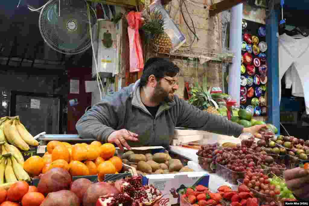 اورشلیم به روایت عکس- فروش میوه های تازه در «ماهانه یهودا» بزرگترین بازار اورشلیم.