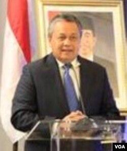 Gubernur Bank Indonesia, Perry Warjiyo berbicara di kantor BI di New York. (Naratama/VOA)