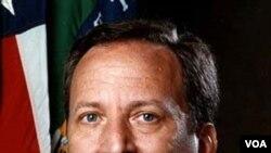 Larry Summers ketua Dewan Ekonomi Nasional
