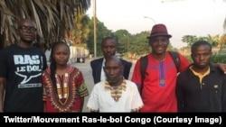 Franck Nzila Malembe, le coordonnateur national du mouvement Ras-le-bol, Luce Bénédicte Gangoue et de Dady Nsayi à leur sortie de prison avec leurs autres camarades, à Brazzaville, 5 juin 2018 (Twitter/Mouvement Ras-le-bol Congo)