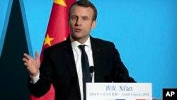 ປະທານາທິບໍດີ ຝຣັ່ງ ທ່ານເອັມມານູແອລ ມາຄຣົງ (Emmanuel Macron) ກ່າວຄຳປາໄສ ຢູ່ທີ່ ພະລາດຊະວັງ Daming Palace ໃນເມືອງຊີອານ ຂອງແຂວງຊານຊີ ຢູ່ທາງພາກຕາເວັນຕົກສຽງເໜືອ ຂອງປະເທດ, ວັນຈັນ ທີ 8 ມັງກອນ 2018.