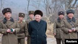 김정은 북한 국무위원장이 조선인민군 제233군부대직속 군부대를 시찰했다고 지난 19일 조선중앙통신이 보도했다. (자료사진)