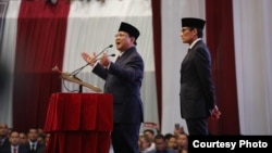 """Capres nomor urut dua Prabowo Subianto didampingi Cawapres Sandiaga Uno sedang menyampaikan Pidato Kebangsaan """"Indonesia Menang"""" di JCC, Senayan, Jakarta, Senin (14/1) (Courtesy: Prabowo-Sandi Media Center)"""