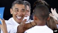 奥巴马周四在维吉尼亚海滨竞选集会上会见支持者