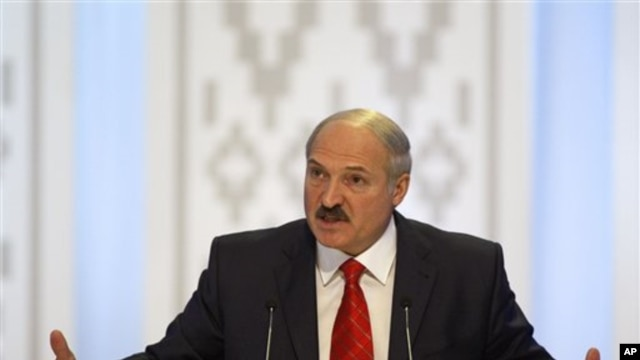 Incumbent Belarusian President Alexander Lukashenko speaks during a news conference after preliminary election results show him overwhelmingly winning a fourth term in Minsk, 20 Dec 2010