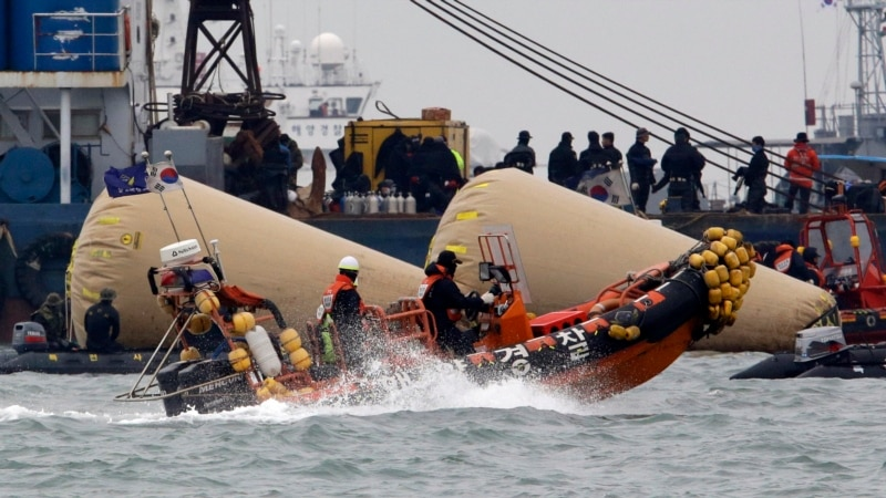 S. Korea Ferry Death Toll Nears 150, Search for Victims Enters Second Week