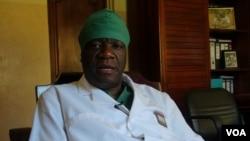 Denis Mukwege, gynécologue congolais, dans son bureau de Panzi, le 6 février 2013,PINAULT/VOA