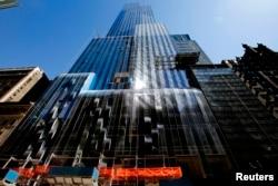 纽约市西57街上正在建筑的豪华公寓摩天大楼(2014年4月24日)