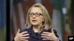지난달 29일 미국 워싱턴에서 인터넷 회견을 가진 힐러리 클린턴 국무장관. (자료사진)