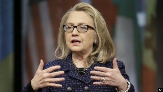 29일 미국 워싱턴에서 인터넷 회견을 가진 힐러리 클린턴 국무장관.