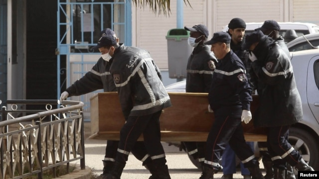 Rescue workers carry the coffin of one of the hostages killed during a hostage crisis in a gas plant at the hospital in In Amenas, January 21, 2013.