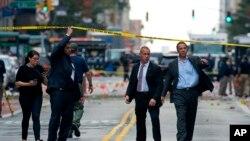 Guverner Njujorka Endru Kuomo na mestu sinoćnjeg napada u Čelsiju