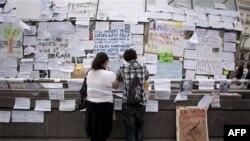 U jeku velike nezaposlenosti španski gradjani traže posao preko oglasa na ulici