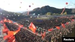 北韓中央通訊社2015年10月4日發佈的白頭山青年英雄電站落成儀式。