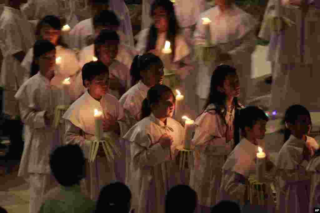 İndoneziya xristianları Milad bayramını qeyd edir - Bali, 24 dekabr, 2013